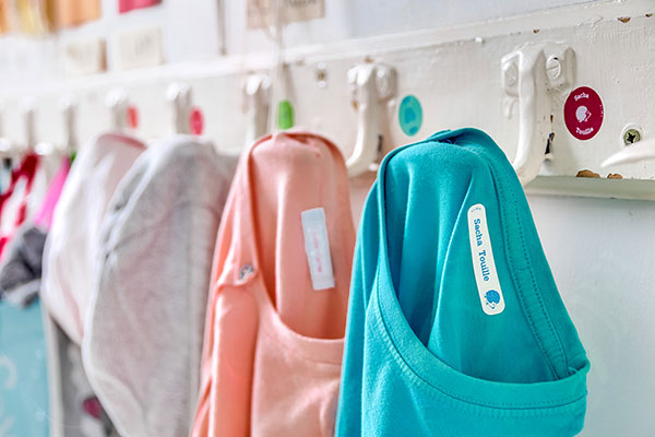 Our tips to remove iron-on clothing labels